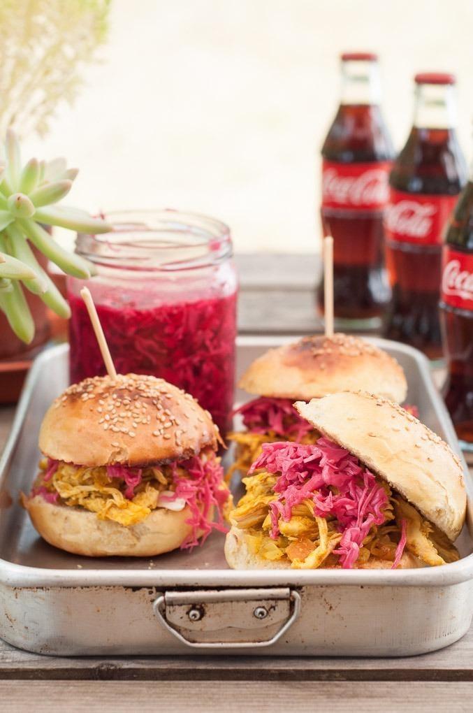 Sandwiches de Frango com Caril e Pickles Cor-de-Rosa!